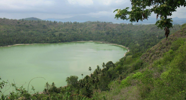 Le Lac Dziani en randonnée à Mayotte