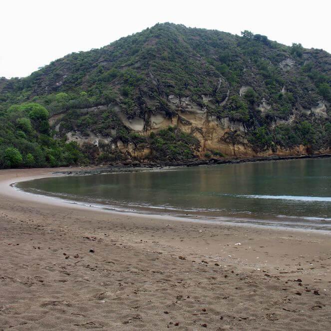 Randonnée autour du lac dziani sur l'île de mayotte