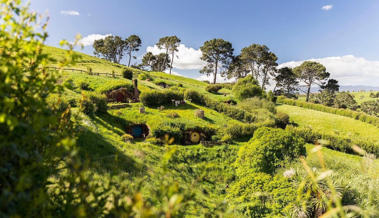 beautiful landscape of hobbiton in new zealand