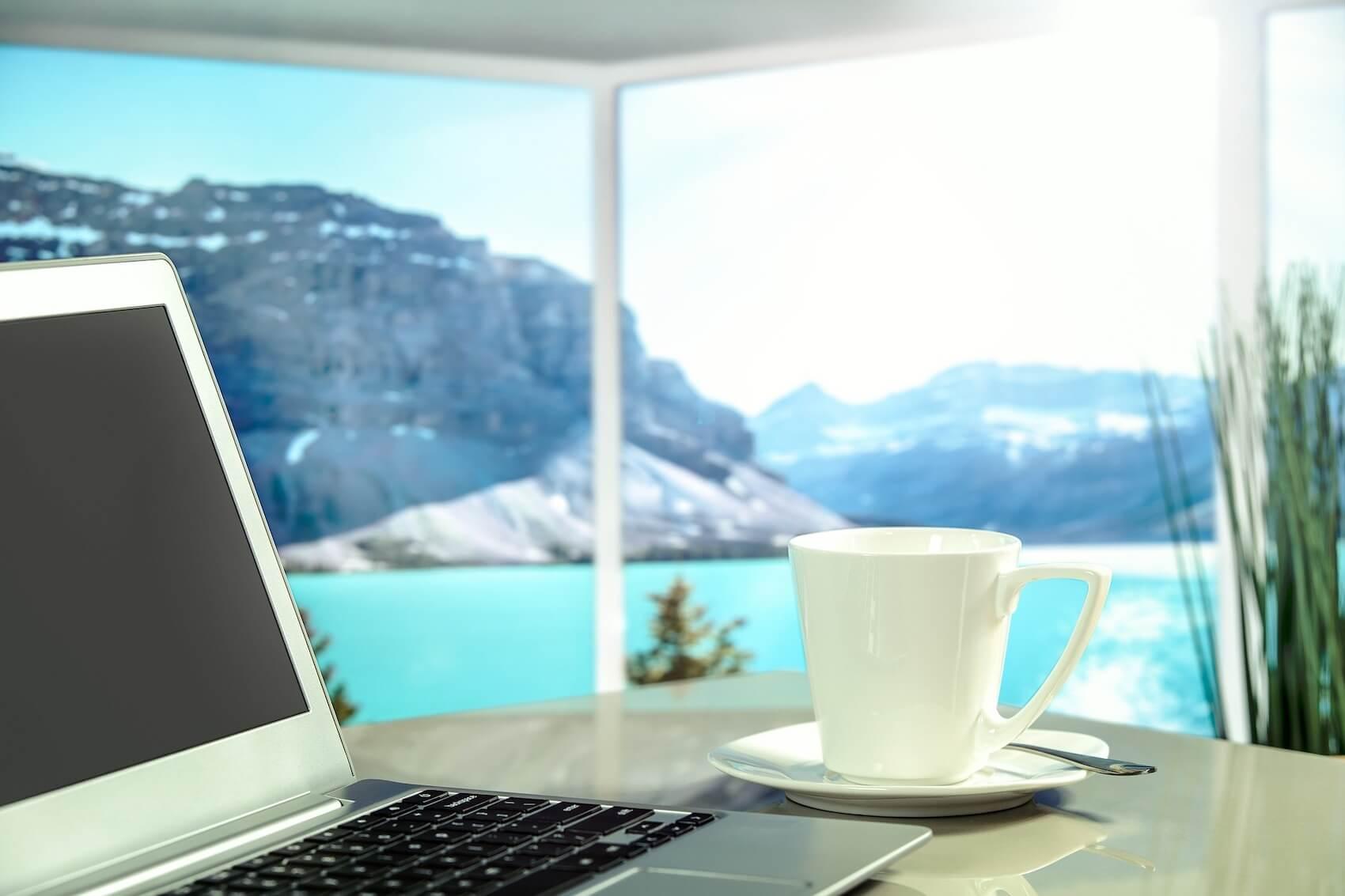 voyager moins cher et travailler
