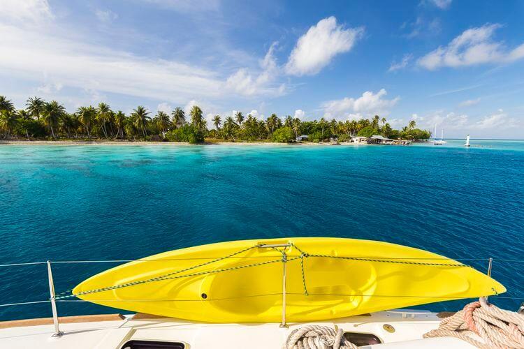 kayak en polynésie dans les atolls