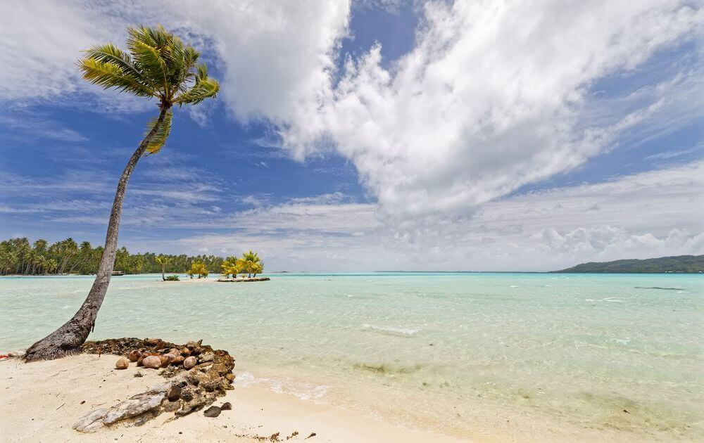 beach in front of le tahaa island resort and spa