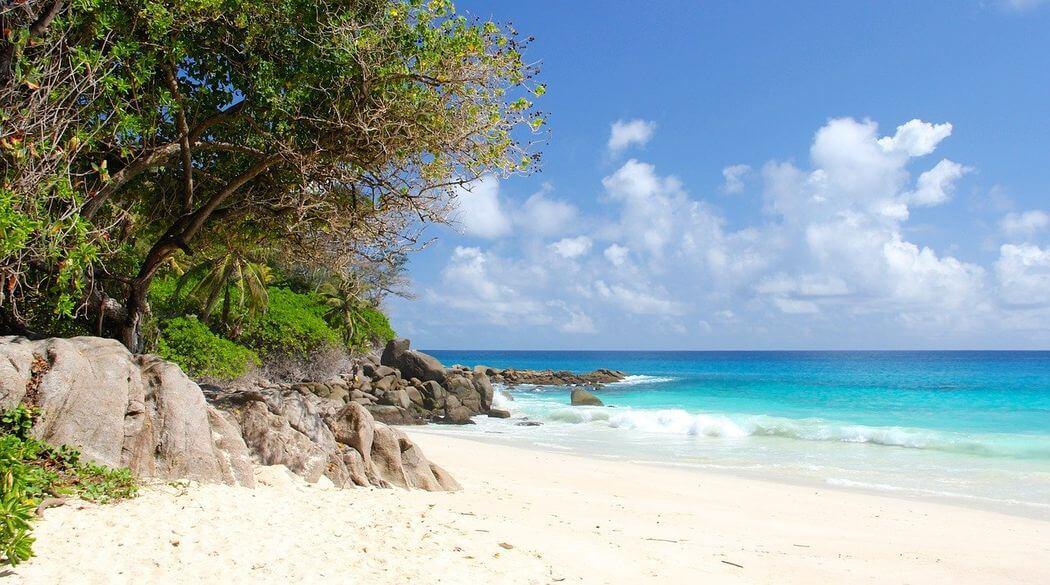 plage mahé seychelles