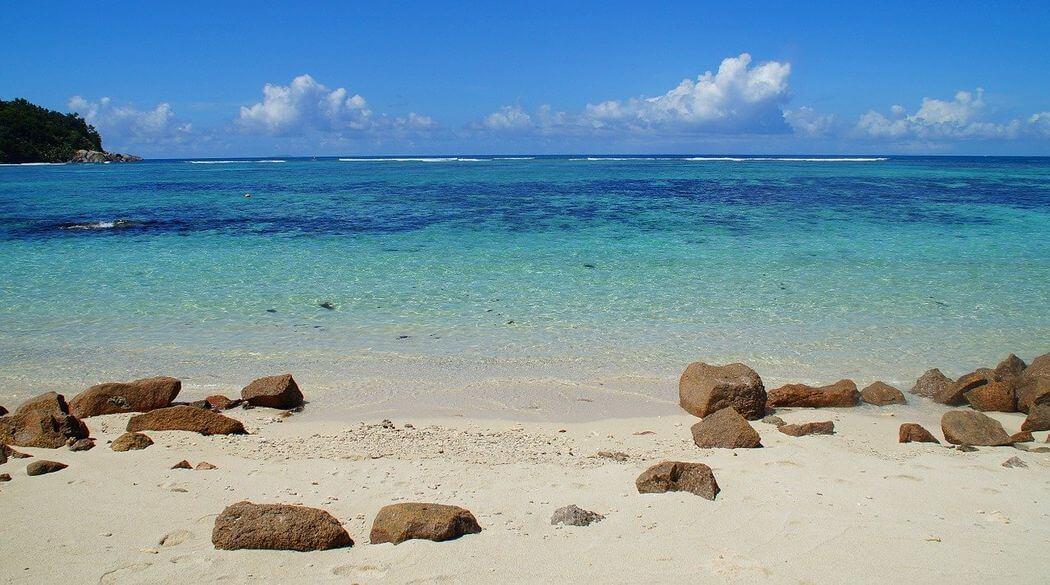 plage mahé seychelles océan indien