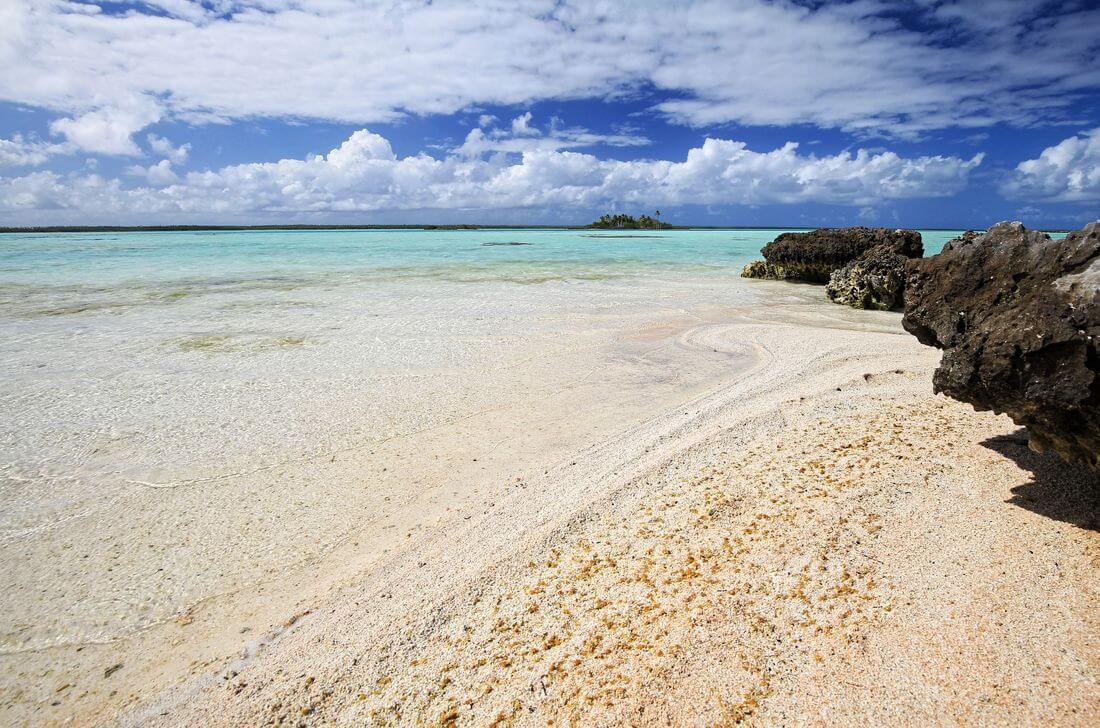plage déserte de l'atoll de mataiva