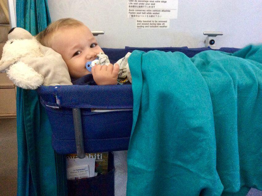 l'avion avec un bébé
