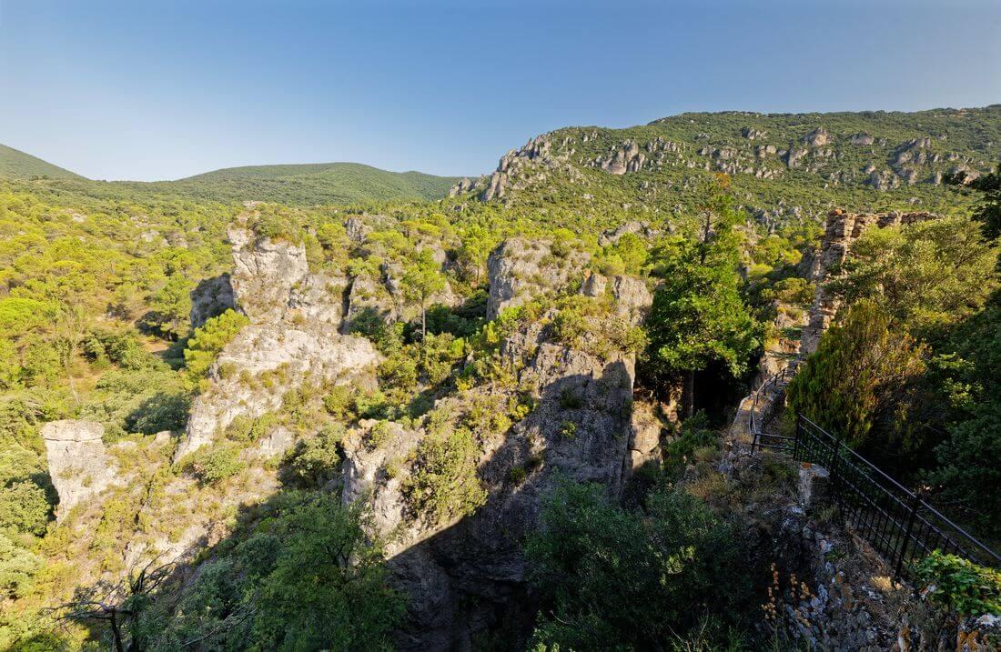 vue générale chateau mourèze