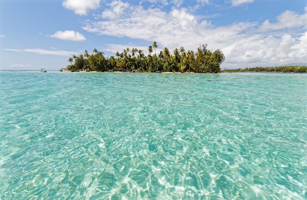 eau turquoise motu céran