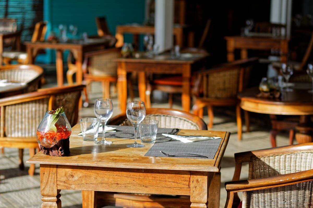 restaurant of the raiatea lodge