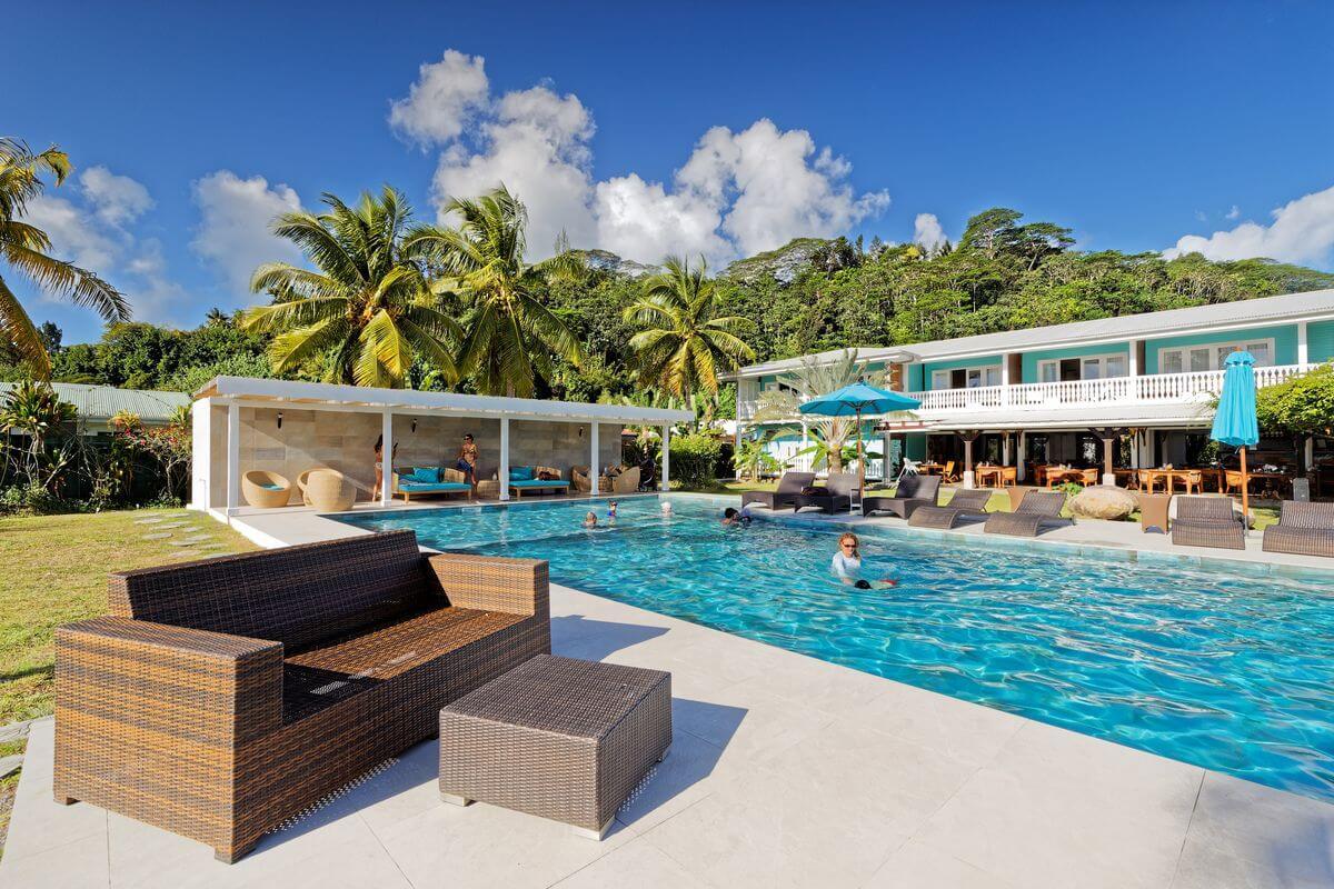 raiatea lodge swimming pool