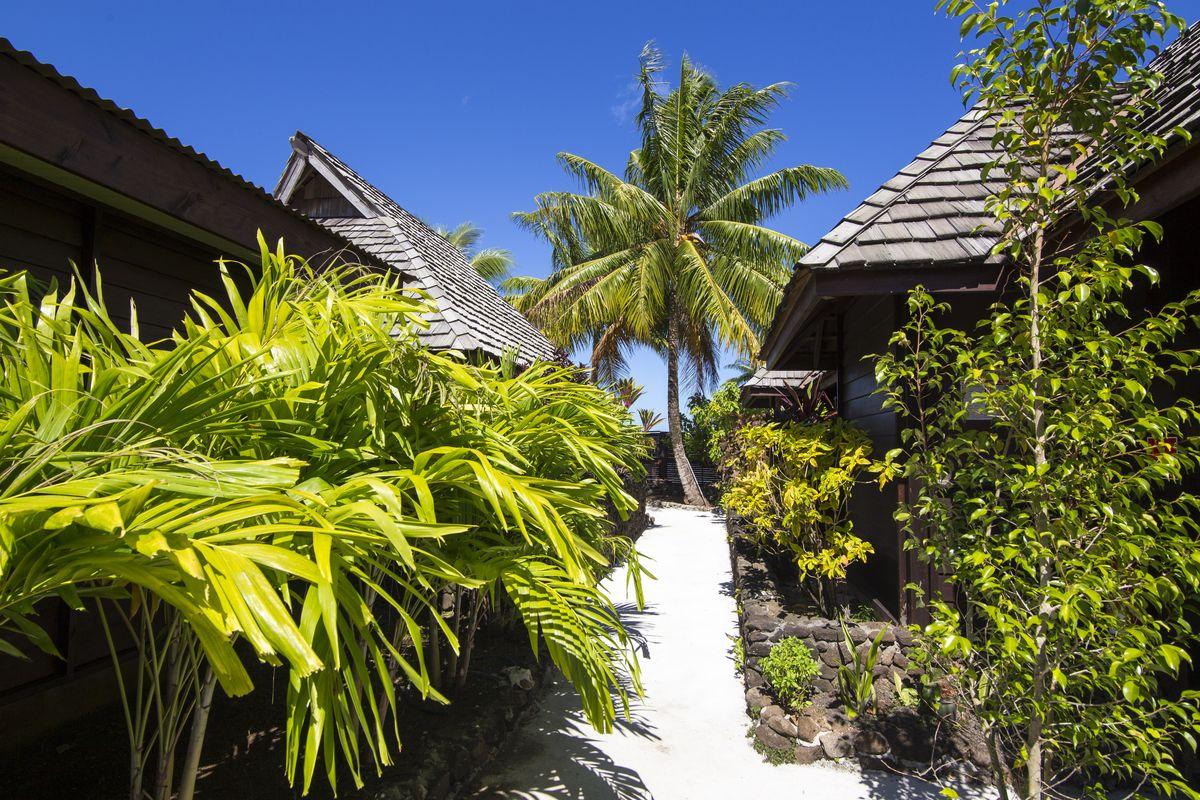 cheap hotel to stay in bora bora