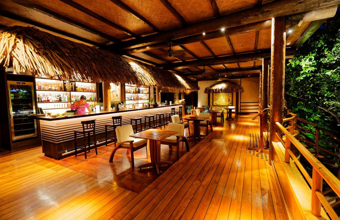 tahaa resort bar
