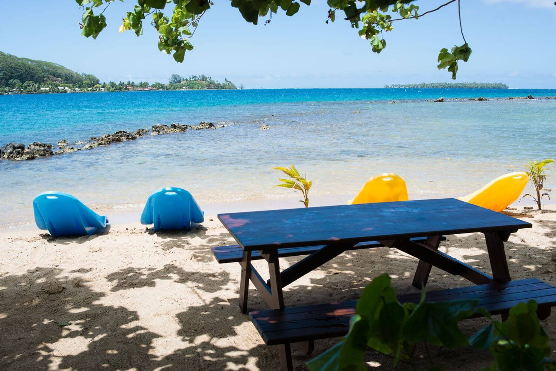 beach at the beach coconut lodge in Raiatea