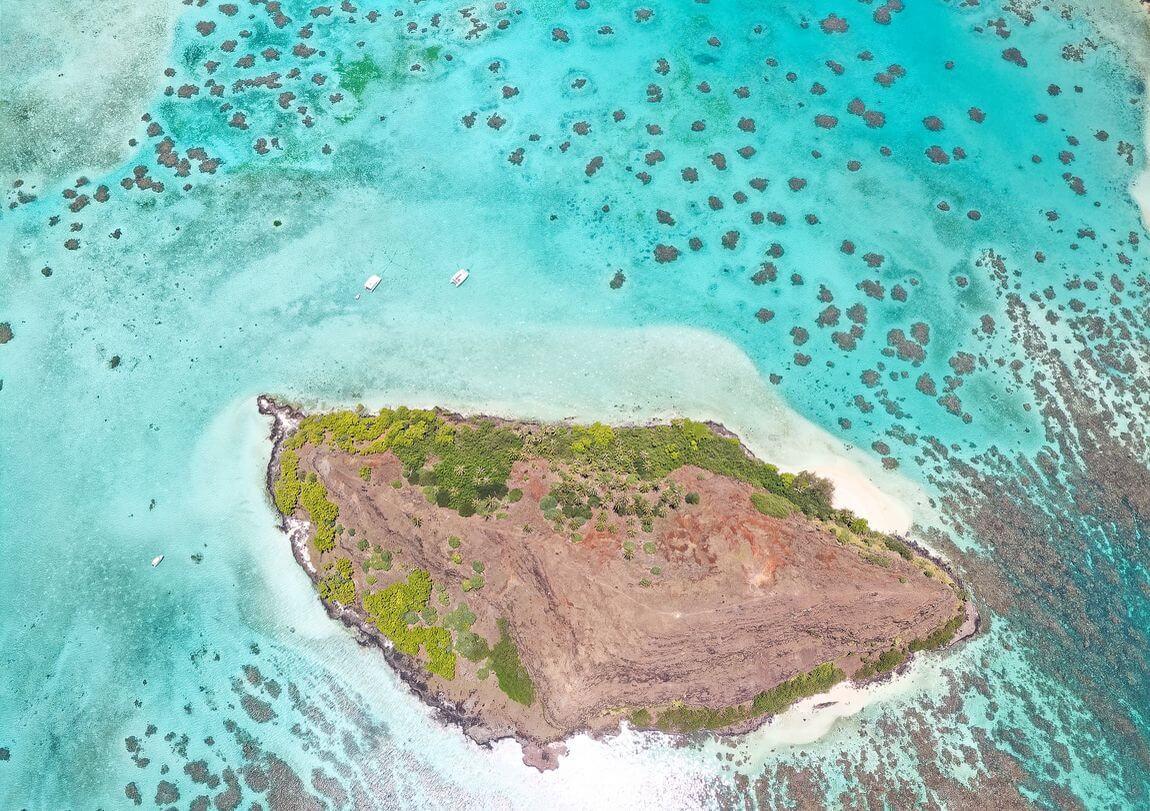Vue du drone sur l'ilot Mikiro